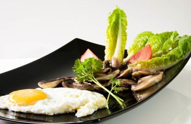 breakfast with mushrooms