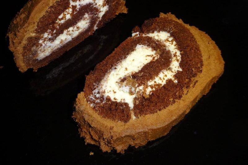 yule log cake with cream filling