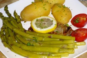 Garden Asparagus with Tuna Steak and Red Potatoes
